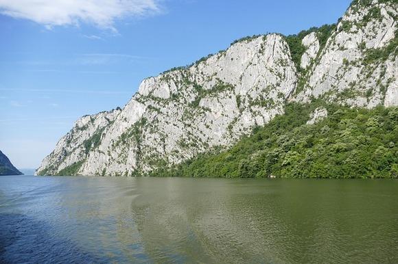 Najupečatljiviji prirodni fenomen u Geoparku je Đerdapska klisura koja je, sa dužinom od preko 100 kilometara, najduža klisura u Evropi