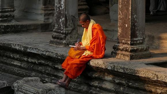 Smatra se i da je prelazak sa hinduizma na budizam doveo do seizmičkih potresa unutar društva