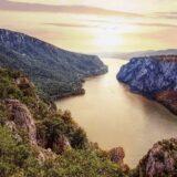 Geopark Đerdap se prostire na površini od 1.330 km2, obuhvatajući izvanredne lokalitete i fenomene geološkog karaktera