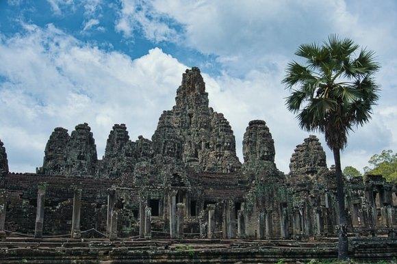 hram Bajon treperi posebnim sjajem na nebu u sazvežđu Angkor
