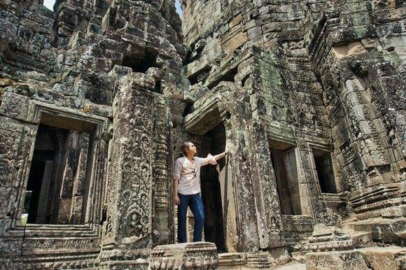 Hram Bajon (Bayon) nalazi se u skoro samom geometrijskom središtu Angkor Toma