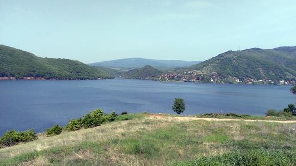 vo jezero se nalazi između Aleksinca i Sokobanje.Jezero je tokom cele godine pogodno za ribolov, a bogato je raznim vrstama ribe