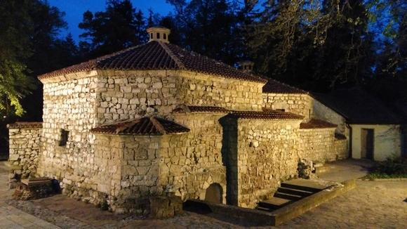 Tursko kupatilo je podignuto na temeljima nekadašnjeg rimskog kupatila, više puta je rekonstruisano i dograđivano