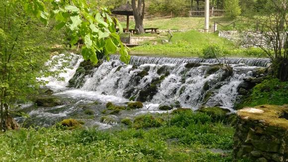Na oko 200 metara od crkve svetog Ilije nalazi se još jedan prirodni biser ovog kraja – vrelo reke Moravice