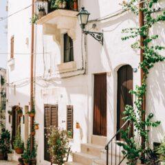 Cisternino – rustičan gradić južne Italije prepun čipkanih suncobrana i truli kućica